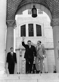 Walter O'Malley and Los Angeles Mayor Norris Poulson on the steps of City Hall in 1957.