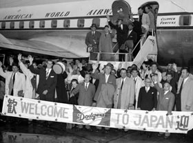After a six-hour delay due to mechanical problems with their airplane, the Dodgers finally arrive in Japan.