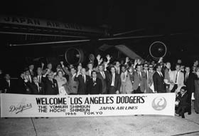 The National League Champion Dodgers received a warm welcome at the airport in Tokyo following their arrival in Japan, 10 years after their first visit.