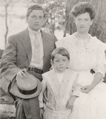 Young Walter (circa 1907) with his parents Edwin J. O'Malley and Alma Feltner O'Malley.