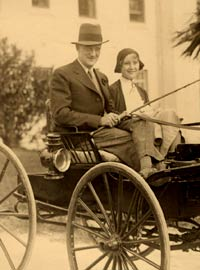 Walter and Kay O'Malley take a carriage ride on their honeymoon to Bermuda in 1931.