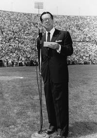 Comedian Joe E. Brown serves as master of ceremonies during the Dodgers' first home game at the Los Angeles Memorial Coliseum on April 18, 1958.